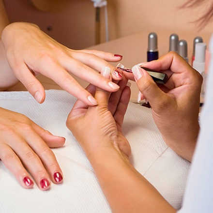 Taller de Manicure y Esmaltado Permanente (Martes 28 de agosto)