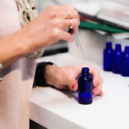 Charla. Contribuciones de la Terapéutica Homeopática  al nuevo contexto, en la  Medicina  Veterinaria.