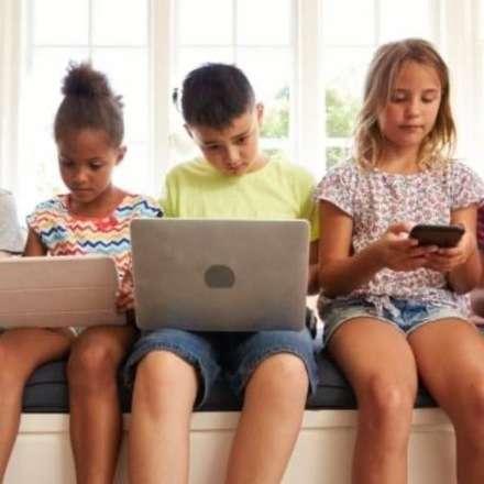 Efectos del uso de pantallas en el desarrollo cerebral de los niños
